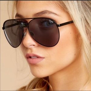 Quay vivianne aviators black, never worn